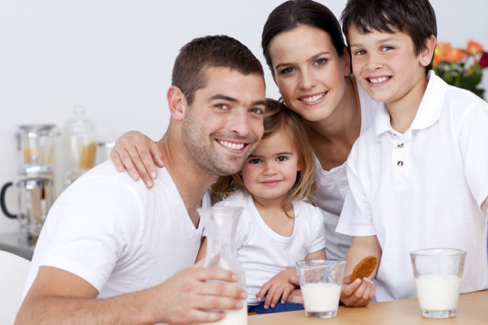 healthy-family-using-milk