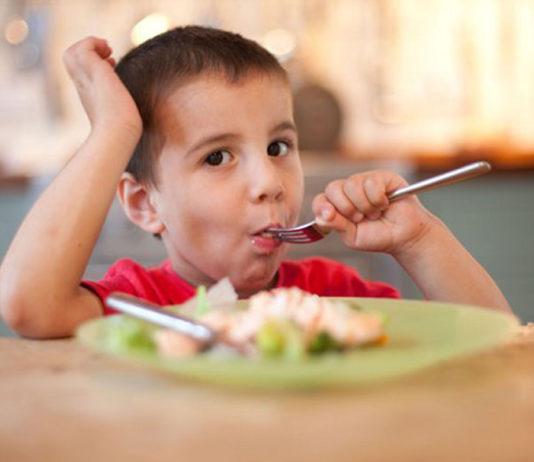 child_having_dinner_before_sleep