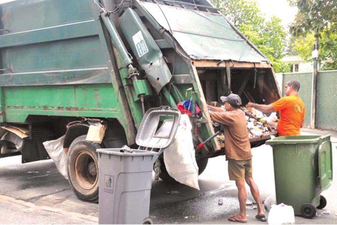 collecting_garbage_in_srilanka