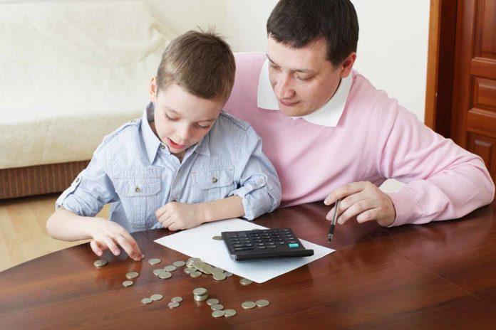 parents_teaching_child_to_save_money