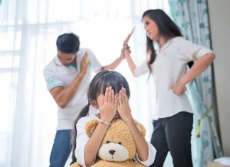 parent_arguing_infront_of_child