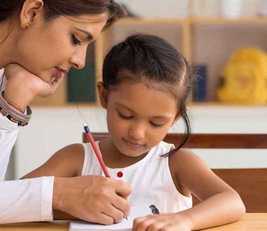 mother_help_child_to_write