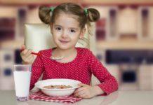 child_having_her_breakfast