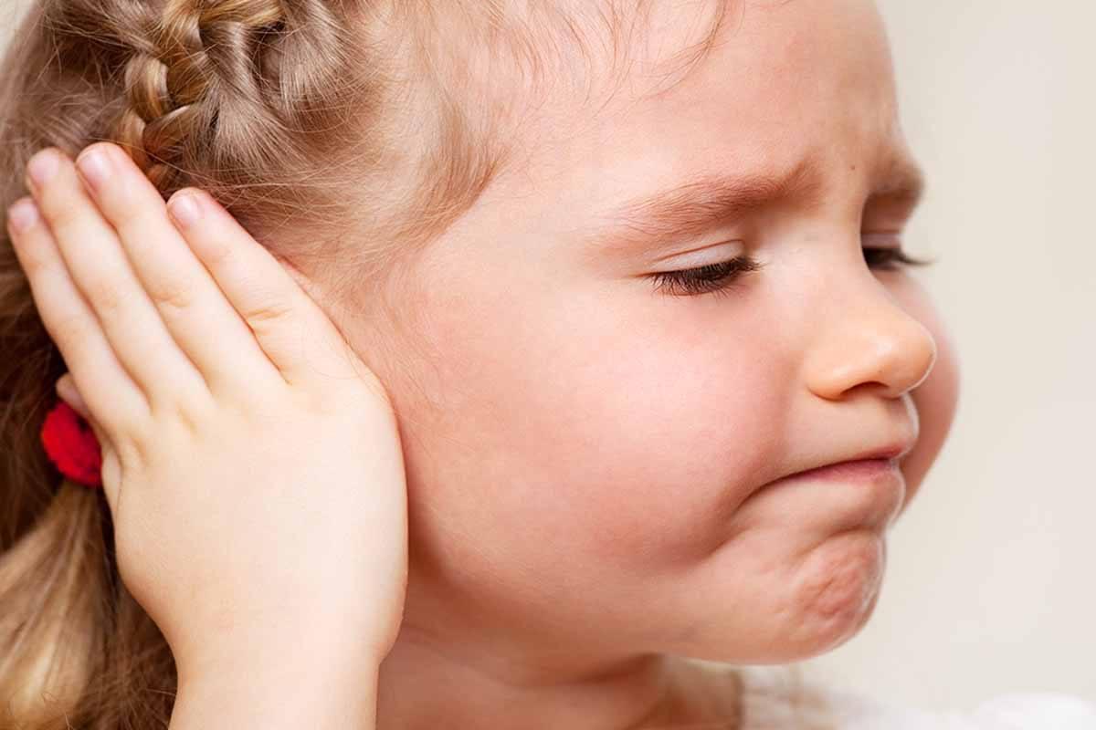 Почему может опухнуть ухо и 25